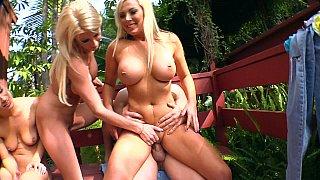 Blonde Team