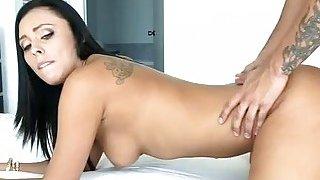 Lustful girlfriend is willing to begin sex