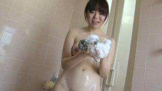 Yukari Tsuda likes washing and sucking strong cock